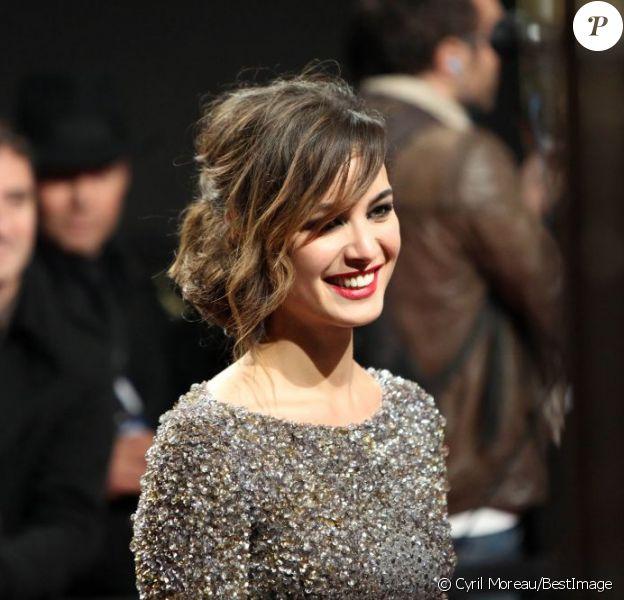 Bérénice Marlohe, splendide dans une robe Elie Saab pour la première parisienne de Skyfall