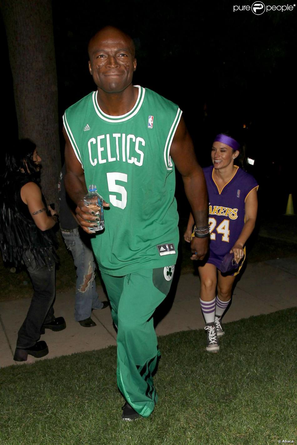 Seal et son amie sont assortis et arrivent à la soirée Halloween de Beverly Hills, le 26 octobre 2012.