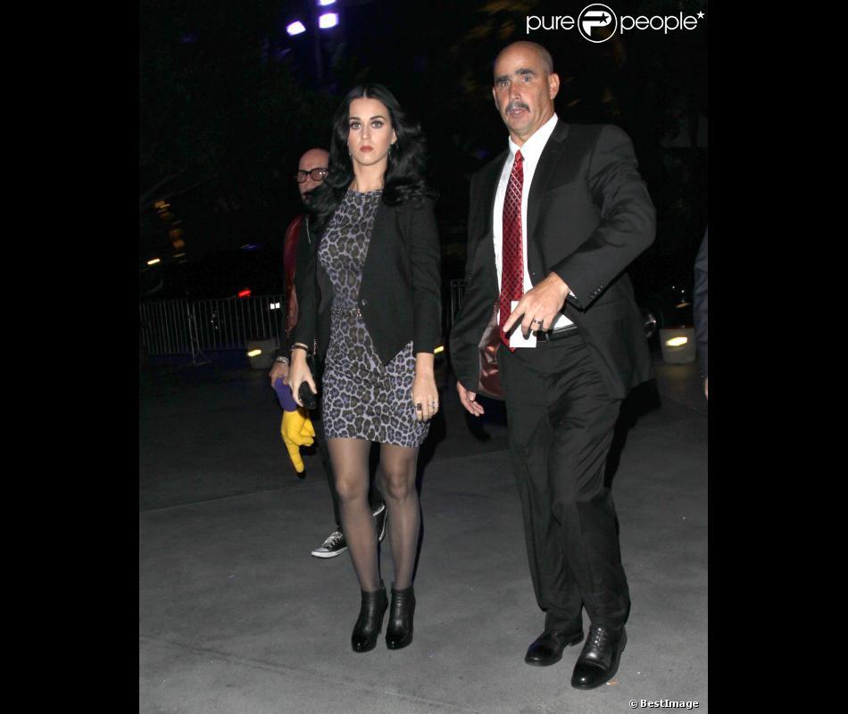 La belle Katy Perry arrive au match de basket des Lakers à Los Angeles, le 30 octobre 2012