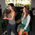 Kim et Kourtney Kardashian font du shopping à Miami, le 1er novembre 2012.