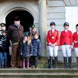 Les princes Felix (10 ans) et Christian (7 ans) de Danemark, ainsi que la princesse Isabella (5 ans) assistaient le 4 novembre 2012 avec leur grand-père le prince Henrik à l'édition 2012 de la chasse Hubertus ( Hubertusjagt ), au palais Eremitage, dans la forêt Dyrehaven.
