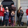 Le prince Henrik de Danemark assistait avec ses petis-enfants Christian, Isabella et Felix à l'édition 2012 de la chasse Hubertus ( Hubertusjagt ), le 4 novembre 2012 au palais Eremitage, dans la forêt Dyrehaven.