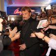 Johnny Hallyday arrive au Studio Gabriel à Paris, le 19 octobre pour tourner Champs-Elysées.
