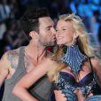 Adam Levine et sa chérie de l'époque Anne Vyalitsina, lors du défilé Victoria's Secret à New York, le 9 novembre 2011.