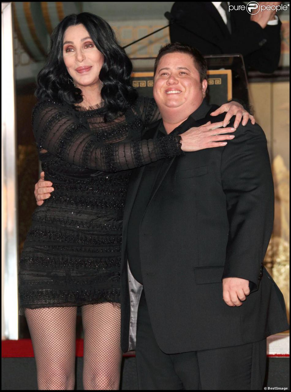 chaz bono et sa m re cher hollywood le 18 novembre 2010. Black Bedroom Furniture Sets. Home Design Ideas