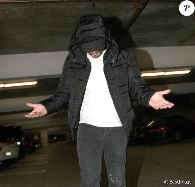 James Franco se cache à Los Angeles le 7 novembre 2012.