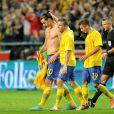 Zlatan Ibrahimovic félicité par ses coqéuipiers après avoir été l'auteur d'une partie mémorable face à l'Angleterre à la Friends Arena de Solna en inscrivant un quadruplé dont un retourné accrobatique des 30 mètres en fin de match le 14 novembre 2012