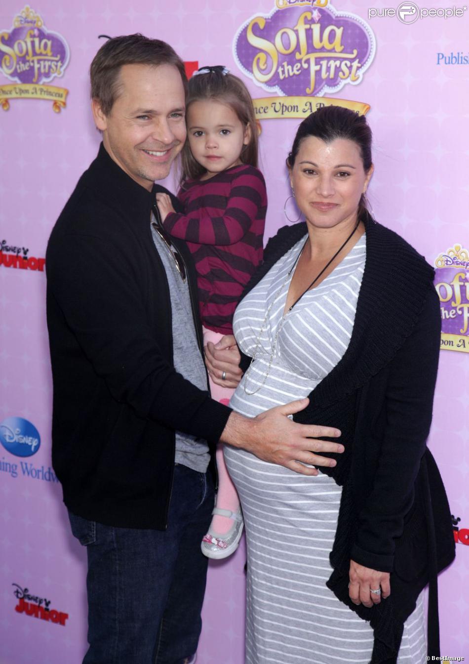 Chad Lowe avec sa femme Kim, enceinte, et leur fille Mabel à la première de  Sofia The First : Once Upon a Princess , à Los Angeles le 10 novembre 2012.