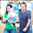 CHAD LOWE EN FAMILLE SE REND AU PARADIS DES CITROUILLES CHEZ MR BONES PUMPKIN PATCH A LOS ANGELES - 3867358 Chad Lowe hams it up for photographers as he takes his family out to Mr. Bones pumpkin patch in Los Angeles on October 24, 2009 where the theatrical dad sets a bad example for little Mabel as he picks up their pumpkin by the stem despite the slew of illustrative signs warning him not to. 24/10/2009 - LOS ANGELES