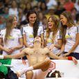 Novak Djokovic entouré de ses masseuses à Rio de Janeiro, le 17 novembre 2012