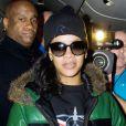 Rihanna, détendue dans son Boeing 777, au dernier jour de sa 777 Tour. Le 20 novembre 2012.