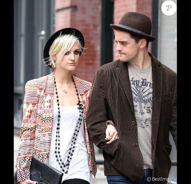 Ashlee Simpson et son amoureux Vincent Piaza se promènent dans les rues de New York le 24 mai 2012.