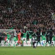 L'équipe de Saint-Etienne remercie son public après sa victoire face au Paris Saint-Germain (0-0, 5-3 aux t.a.b) à Saint-Etienne au Stade Geoffrey-Guichard le 27 novembre 2012