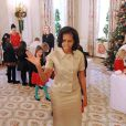 Michelle Obama était sublime dans un tailleur doré. Elle a dévoilé les décorations de Noël de la Maison Blanche en présence d'enfants de militaires, le 28 novembre 2012 à Washington.