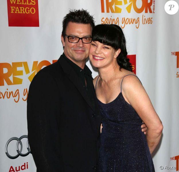 Pauley Perrette et son compagnon Thomas Arklie amoureux au Trevor Project Live à Hollywood, le 2 décembre 2012