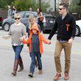 Reese Witherspoon, son mari Jim Toth, Ava et Deacon unis, ils vont déjeuner au restaurant à Venice, le 2 décembre 2012.