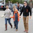 Reese Witherspoon, son mari Jim Toth, et ses enfants Ava et Deacon vont déjeuner tous ensemble au restaurant à Venice, le 2 décembre 2012.