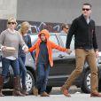 Reese Witherspoon, très proche de ses enfants Ava et Deacon, et son mari Jim Toth, vont déjeuner au restaurant à Venice, le 2 décembre 2012.