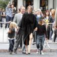 Angelina Jolie avec ses deux de ses enfants à la sortie de Kung-Fu Panda 2, le 22 mai 2012.