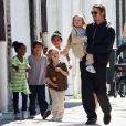 Alors que Brad Pitt est en tournage pour Cogan, la famille réunie passe du bon temps en Lousiane, le 20 mars 2011.