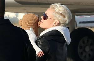 Pink : Complice avec son adorable Willow et sur le point de s'envoler !