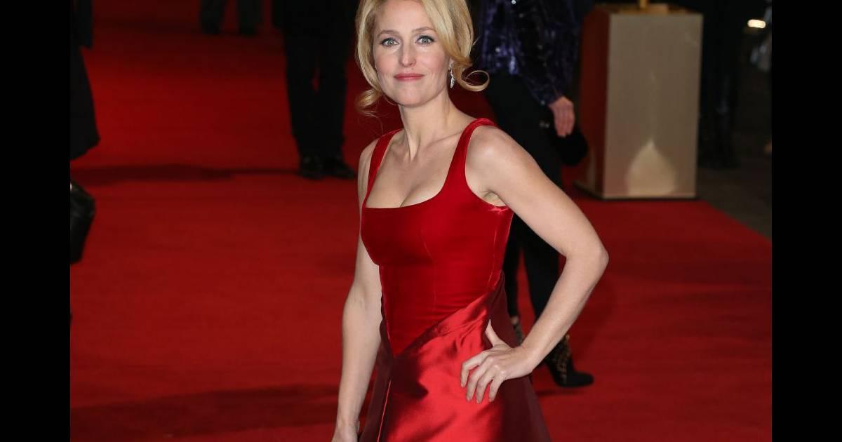 Gillian Anderson à la première du film Les Misérables, le ...