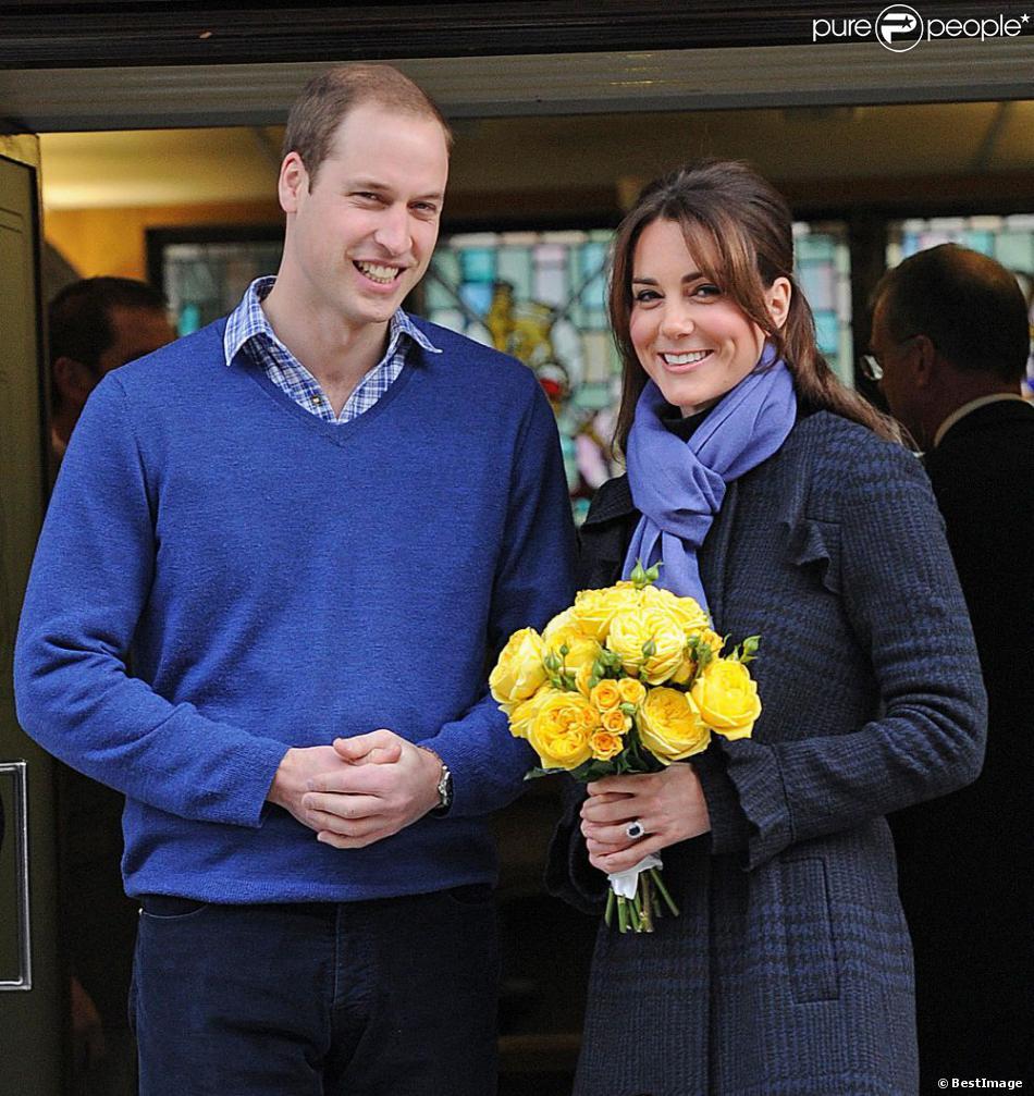 Kate Middleton, enceinte, quittant avec le prince William l'hôpital King Edward VII de Londres le 6 décembre 2012