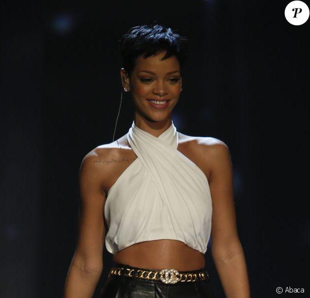 Rihanna ultra chic sur la plateau télé de l'émission allemande Wetten, dass..?/Wanna bet?. Le 8 décembre 2012.