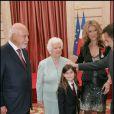 Thérèse Dion se rend à l'Elysée pour la remise de la médaille du Chevalier de la Légion d'Honneur à sa fille Céline Dion à Paris le 23 mai 2008.