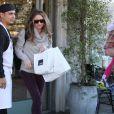 Rebecca Gayheart va déjeuner au restaurant avec Eric Dane et leur fille Billie à Los Angeles, le 13 décembre 2012.