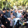 Les obsèques de Jacintha Saldhana, ont eu lieu en présence de son mari Benedict Barboza, son fils de 16 ans, Junal, et sa fille de 14 ans, Lisha, dans la ville de Shirva, dans le Sud-Ouest de l'Inde, le 17 décembre 2012.