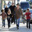 Heidi Klum et ses trois enfants Johan, Leni et Henry, suivis de Martin Kristen et de la grand-mère Erna se baladent au centre commercial The Grove. Los Angeles, le 21 novembre 2012.