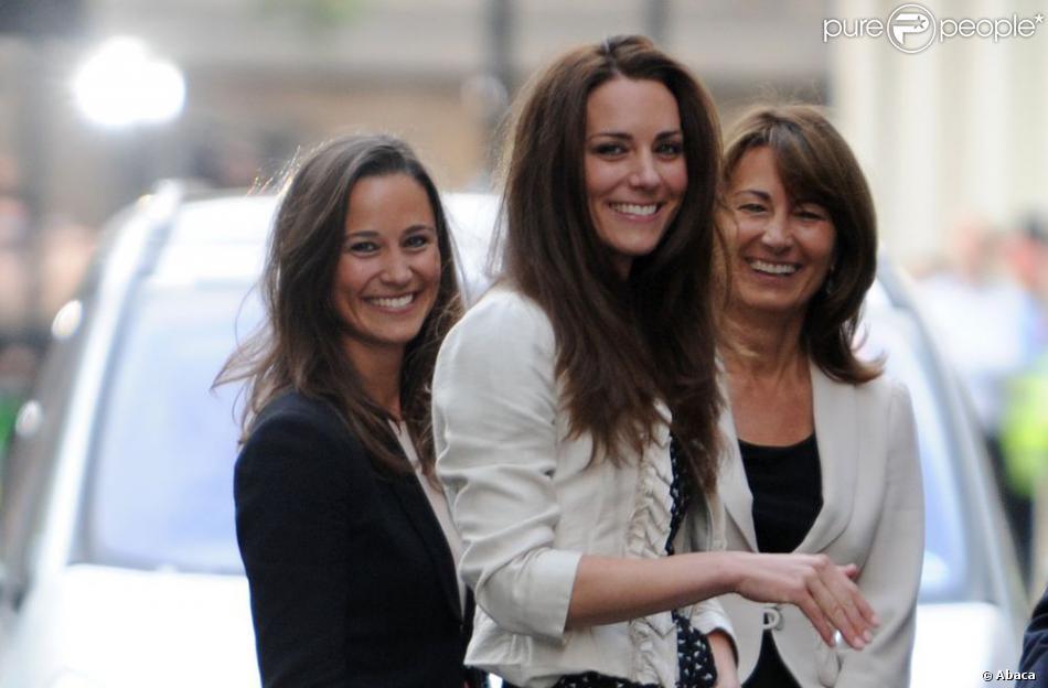 Kate Middleton avec sa soeur Pippa et sa mère Carole à quelques heures de son mariage, à Londres le 29 avril 2012.