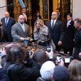 Céline Dion quitte son hôtel, le George V, pour se rendre sur le plateau de l'émission C à vous, Paris, le 28 novembre 2012.