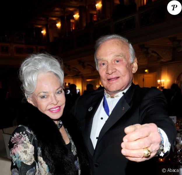 Buzz aldrin et Lois Driggs Cannon à Berlin, le 14 février 2011.