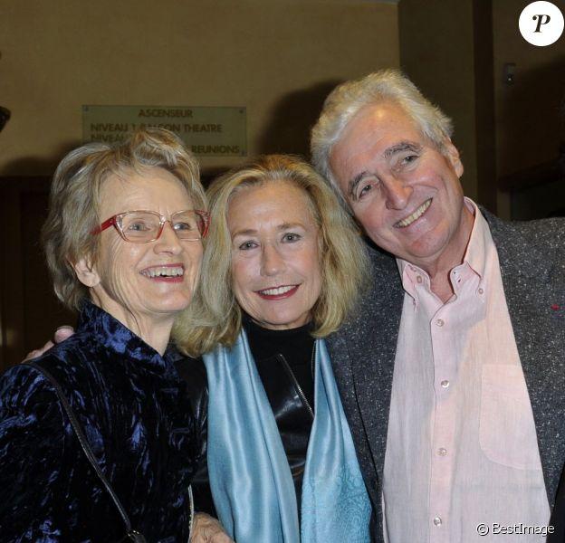 Christine Pinoteau reçoit Brigitte Fossey et Jean-Loup Dabadie au cinéma Le Village de Neuilly sur Seine, pour un hommage à Claude Pinoteau, le 7 janvier 2012.