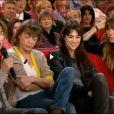 Jane Birkin entourée de ses trois filles, Kate Barry, Charlotte Gainsbourg, et Lou Doillon, durant l'enregistrement de Vivement dimanche, le 9 janvier 2013.