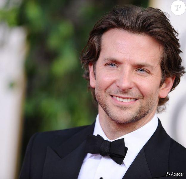 Bradley Cooper, ici lors des Golden Globes 2013, devrait être la tête d'affiche d'une adaptation Warner du roman Dark Invasion.
