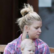 Jessica Simpson : Très enceinte, elle n'a d'yeux que pour sa petite Maxwell