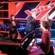 Les coachs réunis autour d'un jeune Talent au piano dans la deuxième bande-annonce de The Voice, saison 2, le samedi 2 février 2013 sur TF1