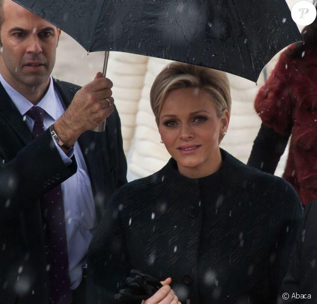 Arrivées au défilé Dior Haute Couture le 21 janvier à Paris. Ici, la princesse Charlene de Monaco attire les regards dans un total look noir.