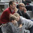 """"""" Iñaki Urdangarin et deux de ses trois fils, Pablo (12 ans) et Miguel (10 ans), au Palau Sant Jordi de Barcelone le 23 janvier 2013 devant le quart de finale du mondial de handball entre la Slovénie et la Russie (28-27). """""""