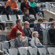 """"""" Iñaki Urdangarin avec ses fils Pablo (12 ans) et Miguel (10 ans) au Palau Sant Jordi de Barcelone le 23 janvier 2013 devant le quart de finale du mondial de handball entre la Slovénie et la Russie (28-27). """""""