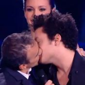 NRJ Music Awards 2013: Elie Semoun embrasse Kev Adams sous l'oeil de Miss France