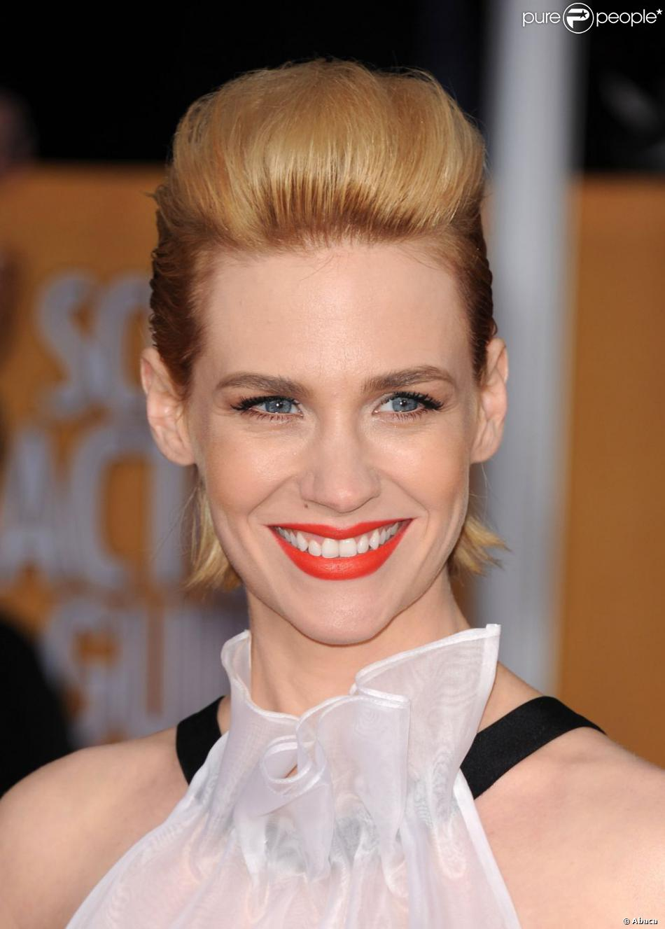 January Jones affiche une belle coupe rétro fantasque blonde pour les Screen Actors Guild (SAG) Awards à Los Angeles, le 27 janvier 2013.