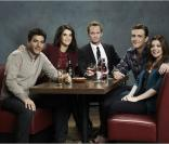 Josh Radnor, Cobie Smulders, Neil Patrick Harris, Jason Segel et Alyson Hannigan dans la saison 8 de How I Met Your Mother, 2012-2013.