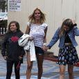 Shauna Sand, très élégante, et ses filles Isabella et Victoria lors d'un déjeuner au Med Cafe de Los Angeles, le 2 février 2013