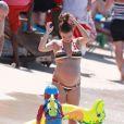 Coleen Rooney, trés enceinte, profite de la Barbade avec son fils Kai, le 5 fevrier 2013.