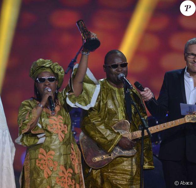 Amadou et Mariam récompensés lors de la cérémonie des Victoires de la Musique pour l'album des musiques du monde, sur France 2 le 8 février 2013.