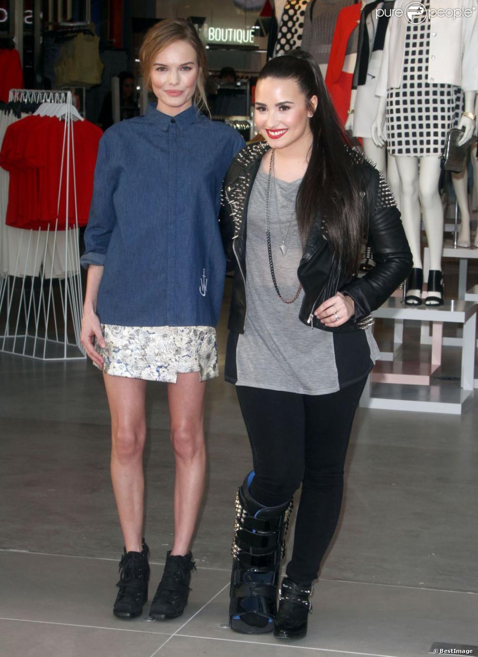 Kate Bosworth, Demi Lovato à l'ouverture du magasin Topshop à The Grove à Los Angeles, le 14 février 2013.